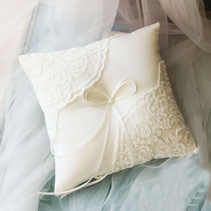 5Cgo【樂趣購】530499210205婚禮道具結婚訂婚韓國蕾絲繡花戒枕婚慶用品道具禮物對戒交換戒指情人對戒20*20