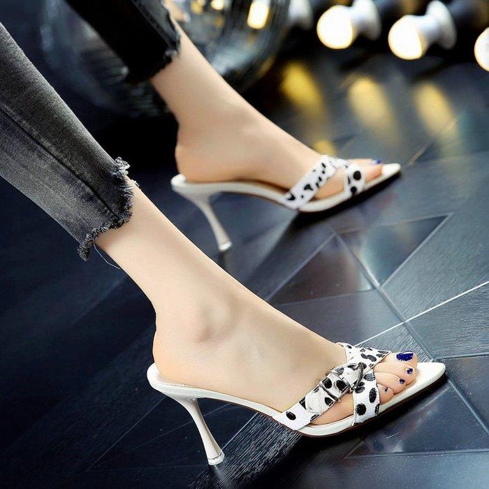 Fashion*性感豹紋交叉帶皮帶扣絨面一字拖 外穿宴會涼拖鞋 露趾細跟高跟鞋女