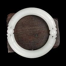 《博古珍藏》天然和闐羊脂白玉雕雙龍戲珠圓骨玉鐲.手圍18.8.手環配飾.溫潤蘿蔔絲.絕頂收藏.行家首選.超值回饋