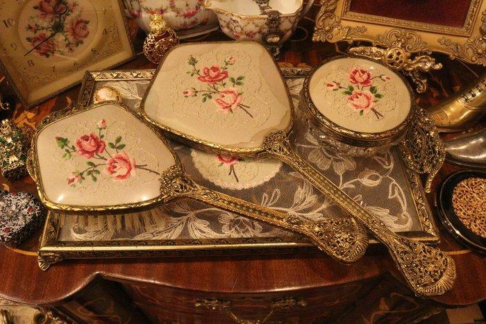 【家與收藏】特價稀有珍藏歐洲百年古董英國古典優雅蕾絲刺繡梳妝手妝鏡梳 01