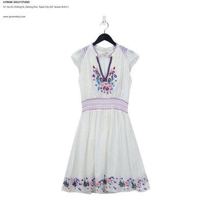 A‧PRANK :DOLLY :: 復古著VINTAGE 白色 手工繡花V領古着洋裝