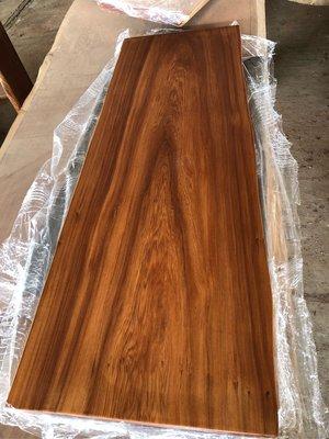 台灣香杉桌板剛整理好已烤漆,免運費