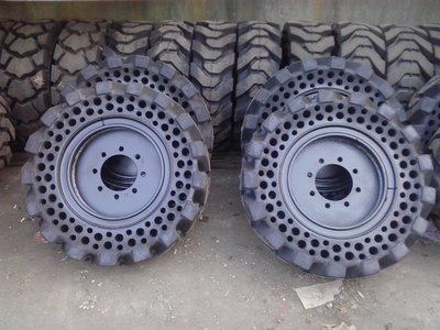 山貓實心胎,小山貓實心胎,鏟裝機實心胎(退回舊鋼圈每輪7500)
