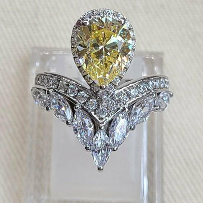 新款黃鑽專櫃925純銀包白金戒指 豪華微鑲主鑽4克拉黃鑽包邊高碳鑽石肉眼看是真鑽 超低價鉑金質感高碳仿真鑽石莫桑鑽寶特價優惠