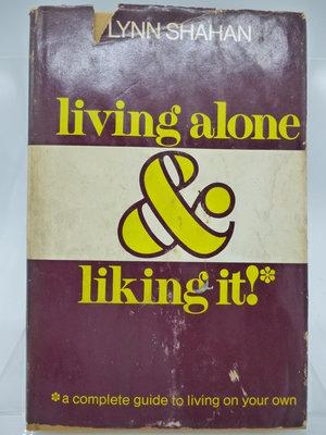【月界2】Living alone and liking it-精裝本(絕版)_Lynn Shahan〖心靈成長〗COU