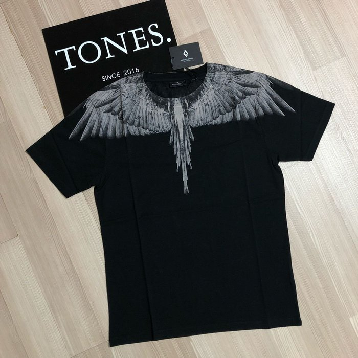【TONES.】 MARCELO BURLON MB 18SS 黑灰 最新款 短TEE 羽毛