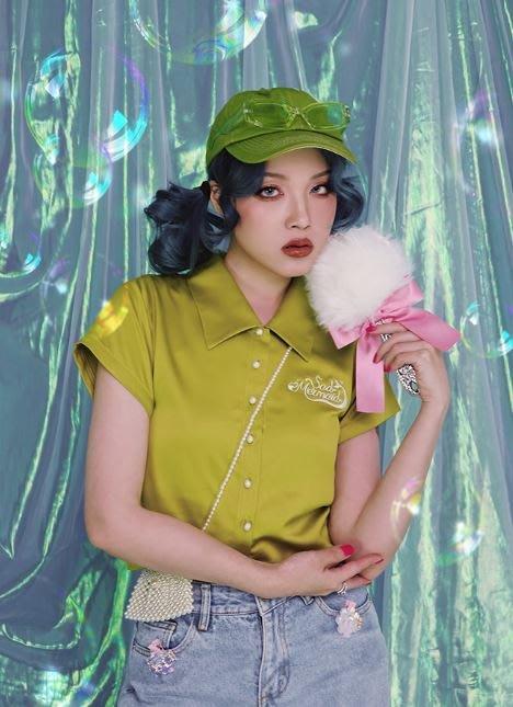 【黑店】原創設計 美人魚珍珠緞面短版襯衫 珍珠扣子美人魚浪漫短袖襯衫 芥末綠霧霾藍刺繡襯衫EO161