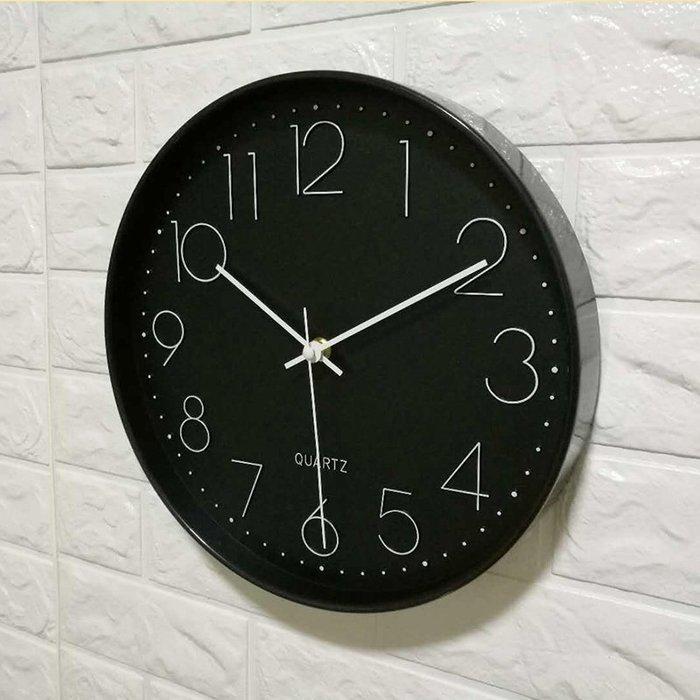 尼克卡樂斯~經典雅致黑數字掛鐘 時尚 簡約 圓形靜音時鐘 餐廳掛鐘 咖啡廳時鐘 客廳臥室掛鐘 北歐風掛鐘