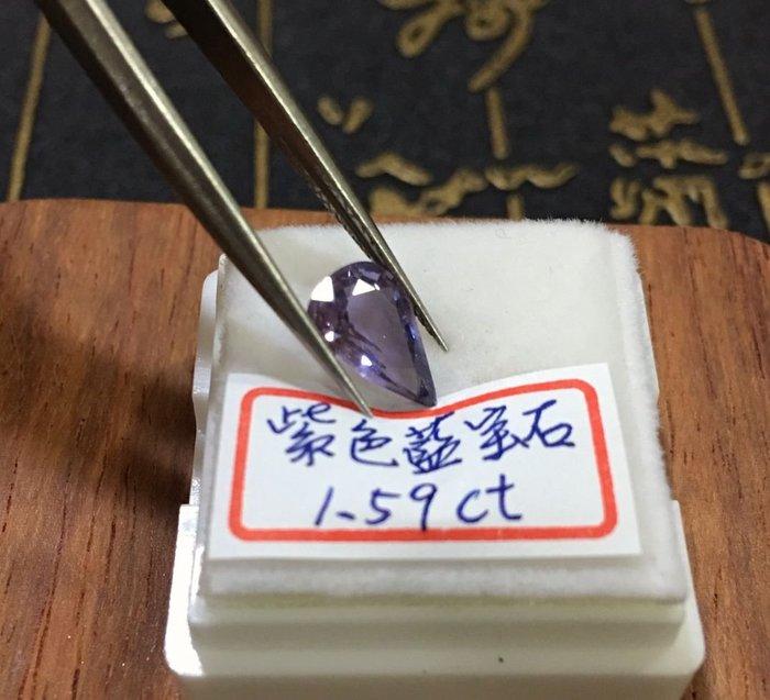 珍奇翡翠珠寶-裸石系列-天然無燒紫色藍寶石1.59克拉,火光超閃,淨度高,標準濃郁紫色,附證書