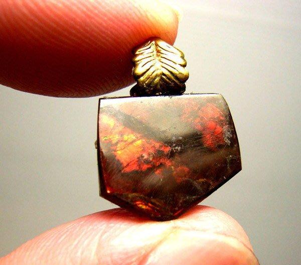 小風鈴~天然高檔紅色光斑彩石墜子(重1.9g)又名~發達石.麒麟石