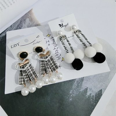 【源自幸福】韓版防過敏 手工編織黑白風格子飄帶小球耳釘耳環
