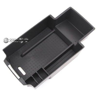 BENZ 賓士 中央扶手零錢盒 扶手箱 隔板 收納 置物盒 B180 B200 B200D CDI  AMG