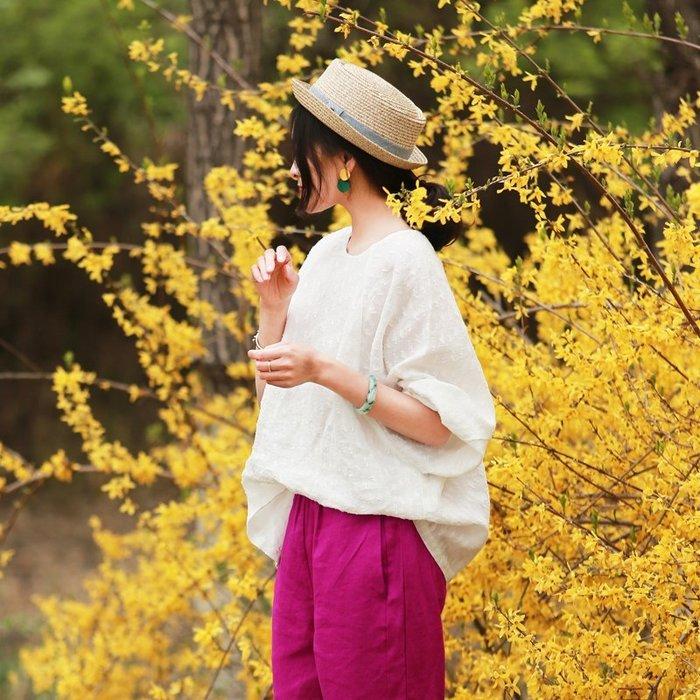 【鈷藍家】棉麻臆想 夏季馬卡龍白色亞麻衫提花圓領休閒寬鬆蝙蝠袖套頭襯衫