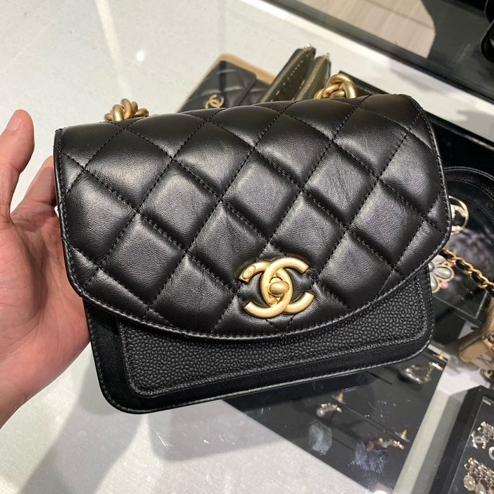 J-Shop Luxury 精品店 Chanel 新款 19cm 黑色牛皮復古金鍊 可手提可肩背小包