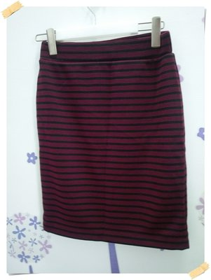 。日單AVAIL MODE【全新商品】黑紅色 迷人款雙色橫條紋彈力腰頭棉料合身窄裙。M號