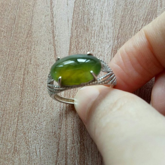 【臻品翡翠】天然緬甸玉冰橄欖綠(黃加綠)馬鞍戒925活圍戒指