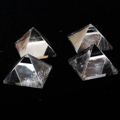 兆鑫生活館-白水晶金字塔 約3公分 冥想啟動能量開智慧助打坐擺 (隨機出貨)