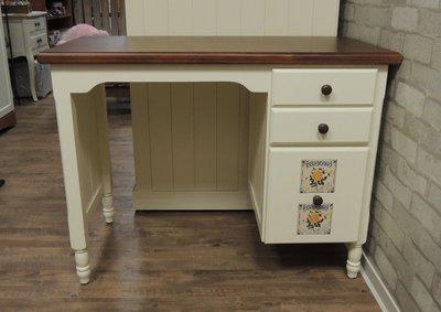 原木雙色化妝桌  象牙白色化妝桌 書桌 寫字桌 胡桃木色桌面 側邊高抽屜可放瓶罐 全實木無貼皮 瓷磚隨機出貨