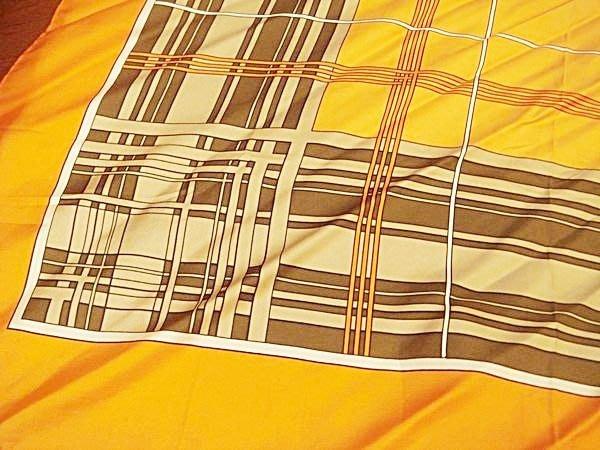 賣家珍藏,全新歐洲帶回 boggia bruno 橘色方格方巾領巾, 典雅大方!低價起標無底價!本商品免運費!