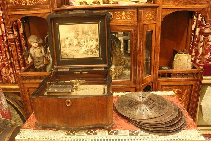 【家與收藏】特價極品珍藏歐洲百年古董法國貴族珍貴精緻鑲嵌Polyphon手搖碟式古董音樂盒