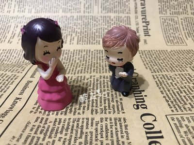 【酷正3C】袖珍屋配件 擺飾公仔 愛麗絲跪地情侶公仔