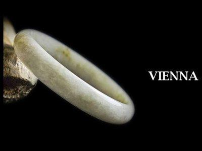 《A貨翡翠》【VIENNA】《手圍18.5/12mm版寬》緬甸玉冰種細緻古味蜜糖/橢圓玉鐲/手鐲G-723