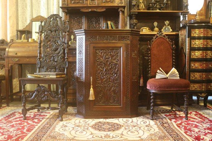 【家與收藏】特價稀有珍藏歐洲百年古董英國1898年古典精緻手工雕刻花卉角落櫃/置物櫃