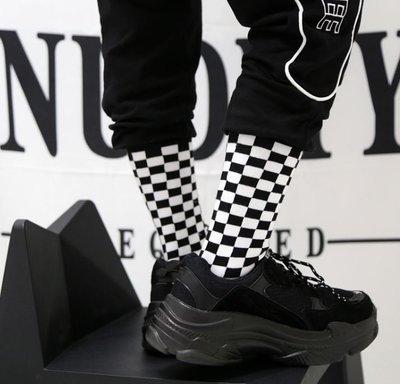 【黑殿】百搭潮流個性棋盤格棉質中筒襪 個性潮流黑白格短襪中襪 男女同款擺搭格子襪