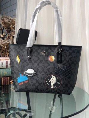 【小怡代購】 全新COACH 29126 美國正品代購最新款 徽章火箭購物袋 簡單拉鏈封口 托特包  超低直購
