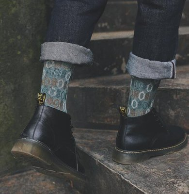 AJKE【M7003】秋冬時尚復古圓點休閒商務襪 創意新潮中筒襪 双針無虛線緹花舒適男中筒襪