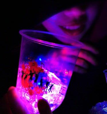 1顆【最炫新品派對必備】LED發光底座~可重覆使用 冷飲料杯 塑膠杯 發光杯 閃光杯 Party 適用Q形杯 U形杯