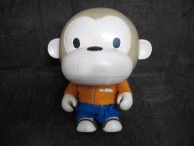 E-SAL 大嘴猴 APE猴 - 大支有穿衣褲 公仔娃娃 - 高25 寬20 cm - 301元起標   A-15箱 新竹市