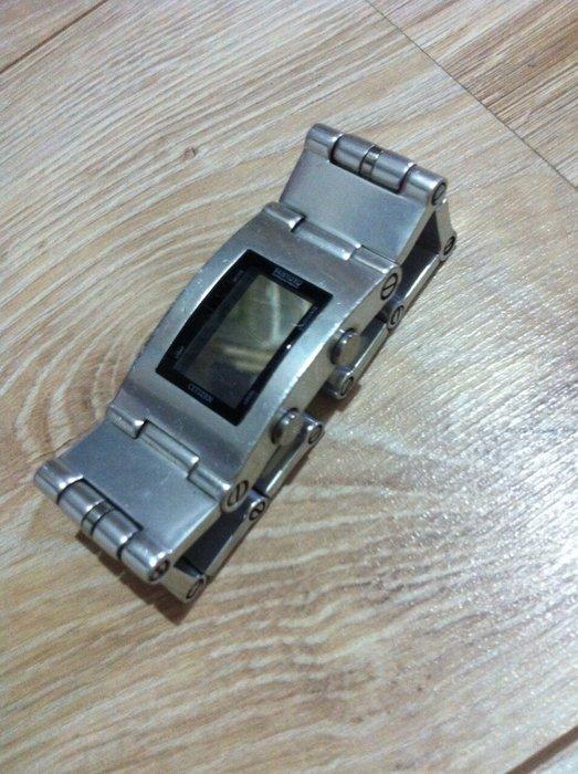 CITIZEN 星辰錶 CX  坦克 中性手錶 霧銀 電子錶 鋁合金 扣式錶帶 碼錶 計時器 帥氣手錶