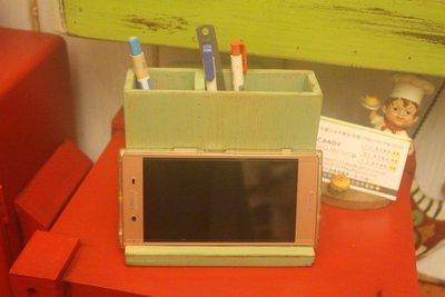 zakka糖果臘腸鄉村雜貨坊        木作類..Hagrid 筆筒手機座(文具架/置物架/筆架/收納架/筆桶/辦公