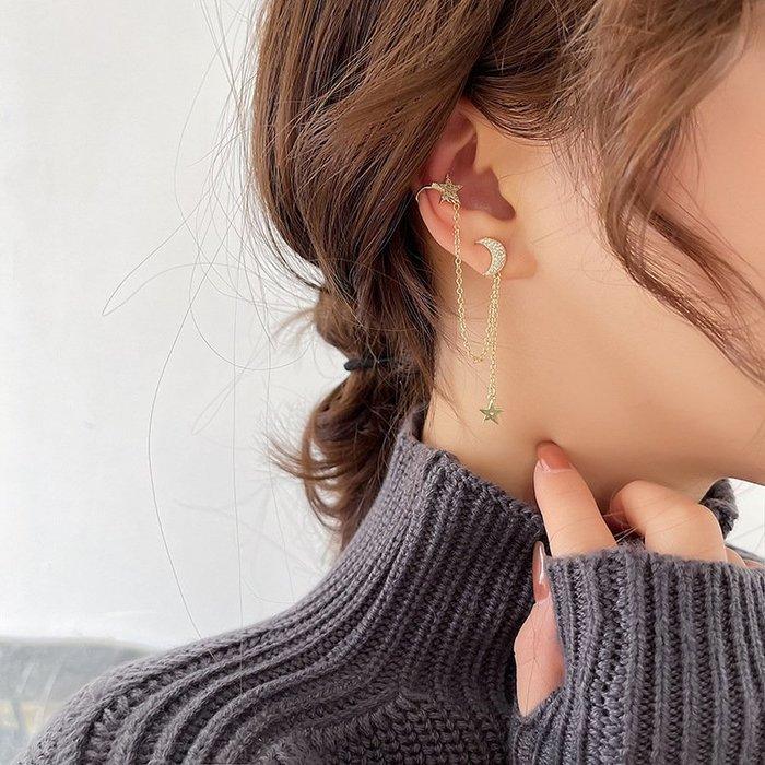 {菲兒韓國飾品} B5601 韓國直送(正韓)-925銀針 氣質優雅微鑲鑽星星月亮不對稱耳骨夾耳環