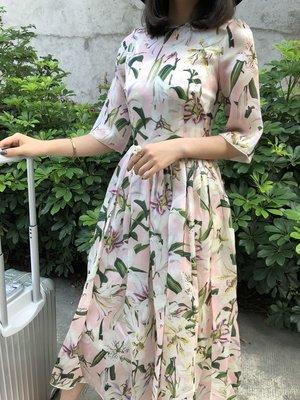 《巴黎拜金女》兩件套百合印花歐根紗蕾絲邊真絲吊帶收腰連衣裙