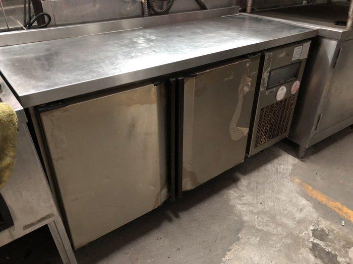 二手家具全省估價(大台北冠均 泰山店)二手貨中心--5尺工作台冷凍冰箱 5尺冷凍工作台 工作台冰箱 IC-022105