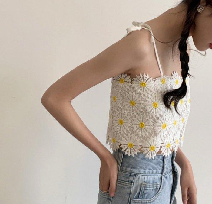 SeyeS  古著韓系街頭甜美小菊花刺繡蕾絲細肩綁帶背心