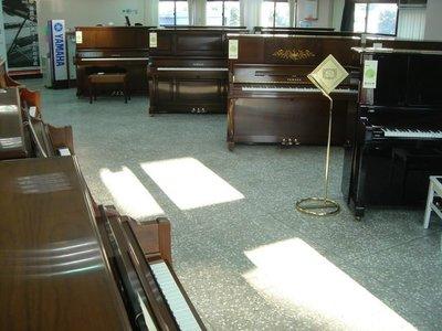 功學社KHS全國最大中古鋼琴倉儲中心 YAMAHA 二手鋼琴 KAWAI河合 二手鋼琴 (新舊商品中古琴約100多台)