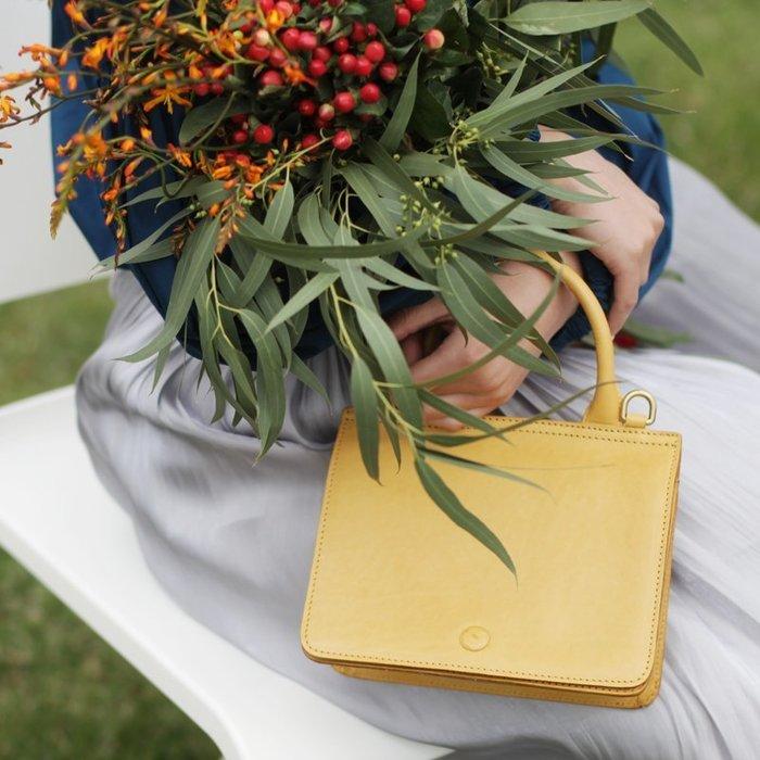 設計師黃色小方包2019夏復古上新質感女神包真皮斜挎包手拎手提包