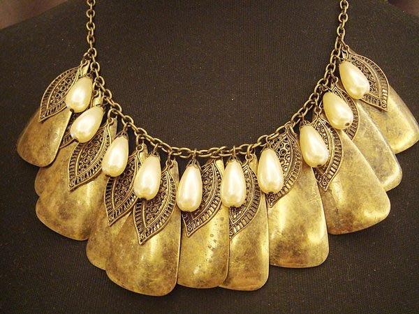 全新國外帶回,復古金色仿珍珠造型項鍊,只有一件!低價起標無底價!本商品免運費!