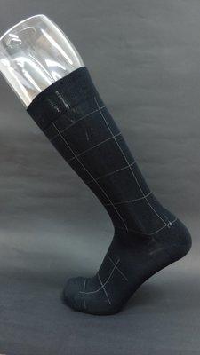 【Question mark M】編號 130. 深黑色/日式/方格花紋/包覆壓力--中筒運動紳士襪【美碼 8–11】