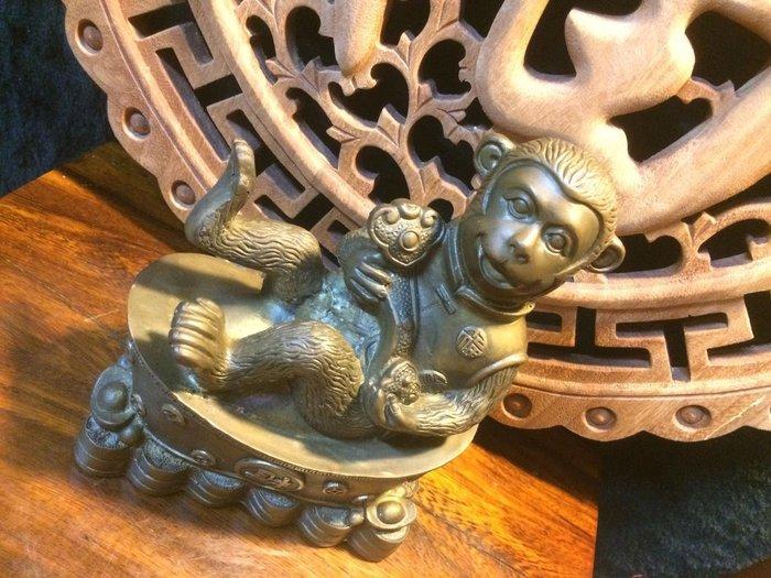 【小川堂】老件 精緻 銅雕 風水 聚寶盆 如意 金猴擺件 招財 迎福擺件 猴 佛像 生肖猴 14*8*17cm