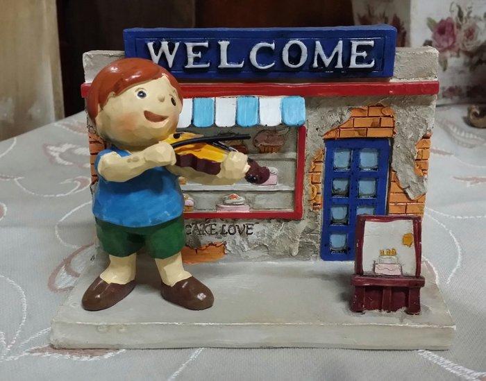 美生活館--全新 鄉村 田園 ZAKKA 歡樂童年 音樂系列 商品--WELCOME歡迎  名片座手機座 擺飾