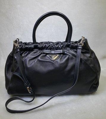旺角名店 Prada 黑色小羊皮手提包...