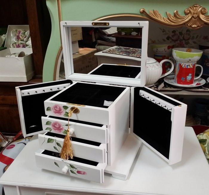 美生活館---全新鄉村彩繪 粉紅玫瑰掀蓋雙門三抽白色 珠寶盒 珠寶盒/收納箱/手飾櫃--入宅店面 拍照 戒子項鍊耳環收納