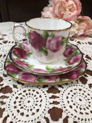 《風雅頌西洋古物》英國Royal Albert Old English Rose 老英國玫瑰杯盤三件組