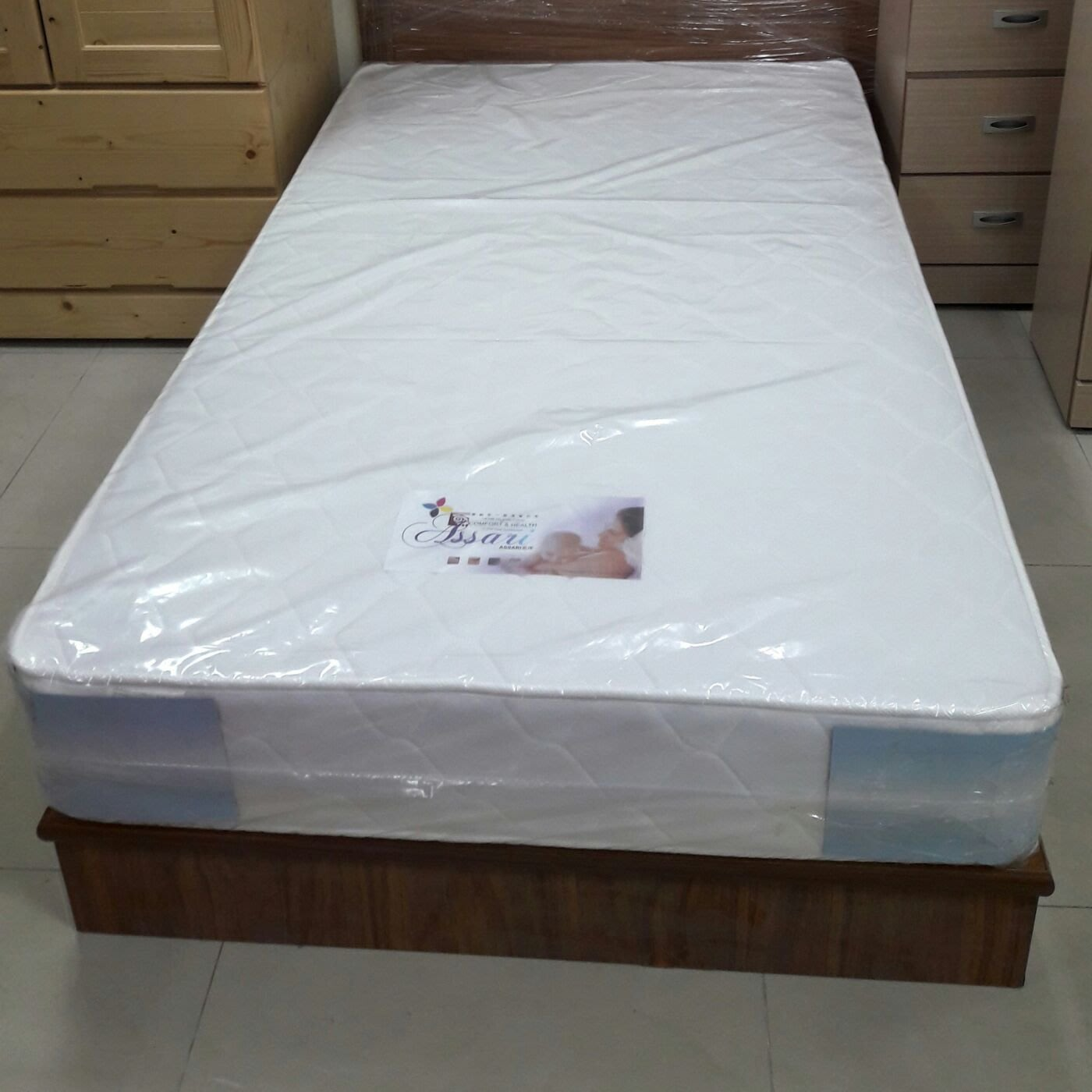 新竹二手家具店來來-全新 單人床架床底 3.5尺~來來 竹北 竹南 收購 二手 實木,茶几,沙發,衣櫥,餐桌,餐椅,床墊