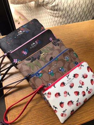NaNa代購 COACH 59824 可放手機 新款PVC拼皮花朵印花手拿包 零錢包 附購證 買即送禮