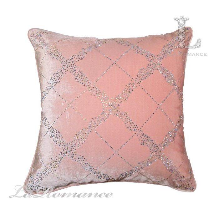【芮洛蔓 La Romance】奢華系列水鑽菱格紋絨布抱枕 - 粉晶